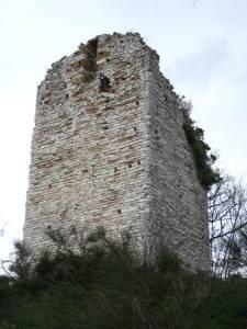 Torre Brombolona - luogo di leggende - Marche