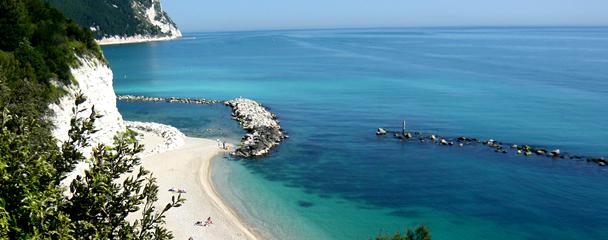 Le più belle spiagge del Conero, la zona del Sirolo