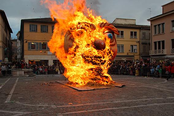 carnevale di Fano rogo del pupo