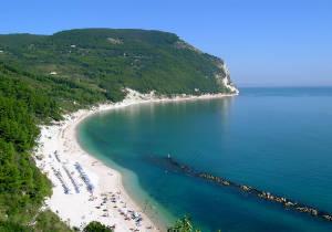 Spiaggia di San Michele al Conero